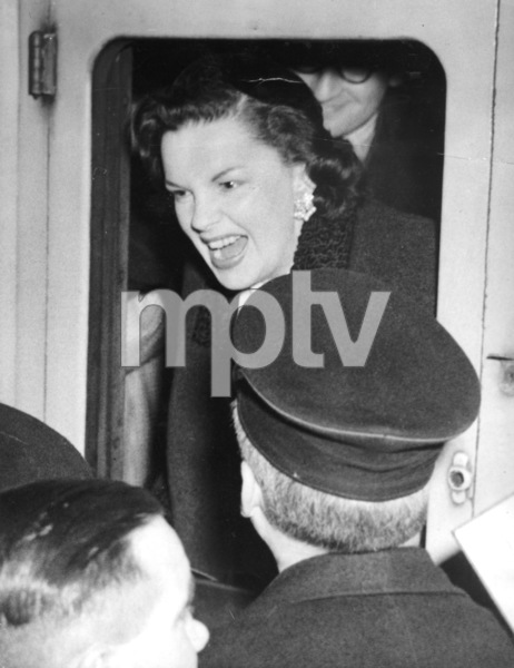 Judy Garland arriving in London to appear at the London Palladium1951**I.V. - Image 0733_2196