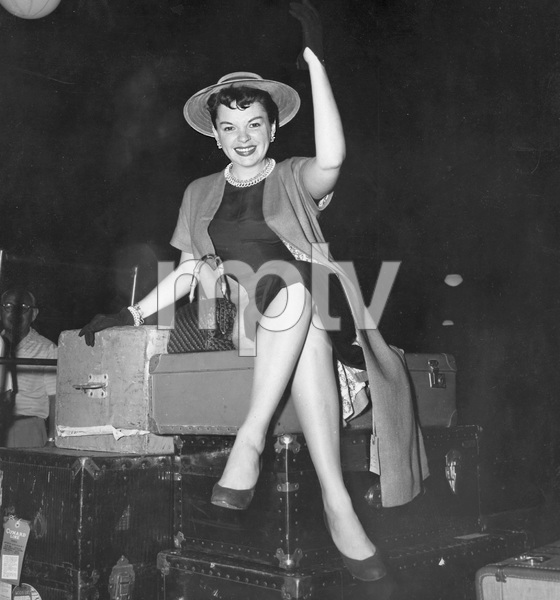 Judy Garland, en route to Paris, August 1954, I.V. - Image 0733_2204