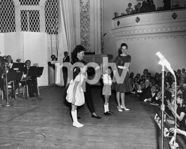 Judy Garland and children, Lorna Luft, Joey Luft and Liza Minnelli, at Carnegie Hall1961** I.V. - Image 0733_2259