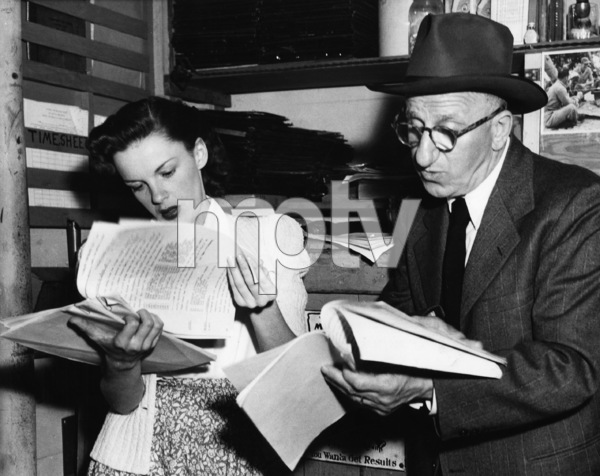 """Judy Garland and Jimmy Durante going over their radio scripts for """"Dick Tracy"""" for the """"Command Performance""""1945** I.V. - Image 0733_2262"""