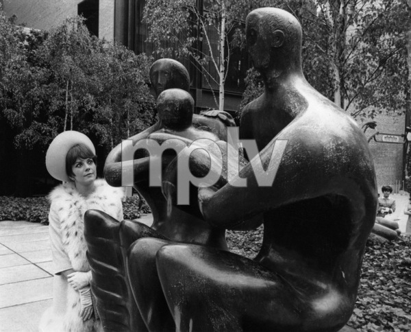 Natalie Wood viewing Henry Moore