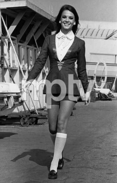 "Natalie Wood before filming of ""Bob & Carol & Ted & Alice,"" 11/27/68. - Image 0764_0301"