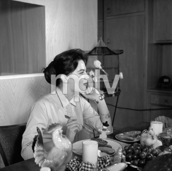 Natalie Wood at home1957 © 1978 Wallace Seawell - Image 0764_0421