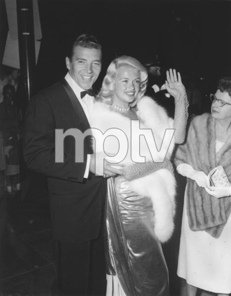 Jayne Mansfield arriving at theAcademy Awards with husbandMickey Hargitayc. 1959**I.V. - Image 0774_0603