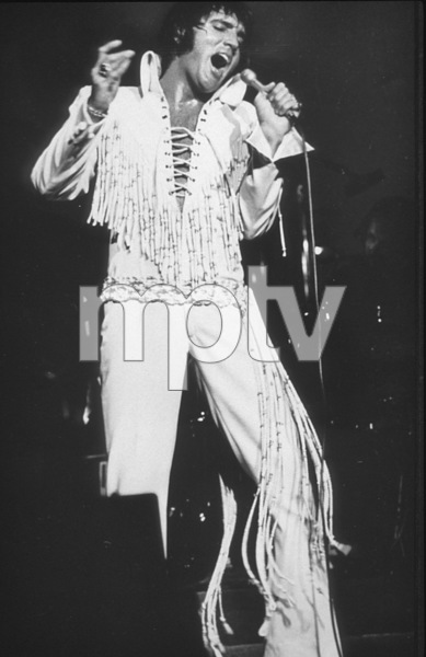 Elvis Presley peforms at the International Hotel in Las Vegas, August 11, 1970. - Image 0818_0433