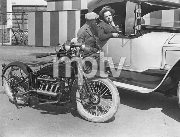 Fatty Arbuckle and Venice Beach policeman, 1920