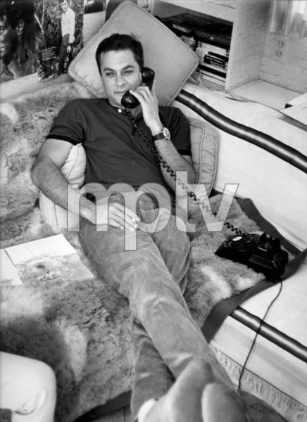 Tony Curtis at homecirca 1960s © 1978 Leo Fuchs - Image 0845_0606