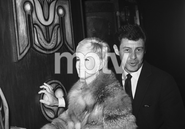 Connie Stevens and Eddie Fisher at the wedding reception for Tony Curtis and Leslie Allen1968 © 1978 Gunther - Image 0845_0609