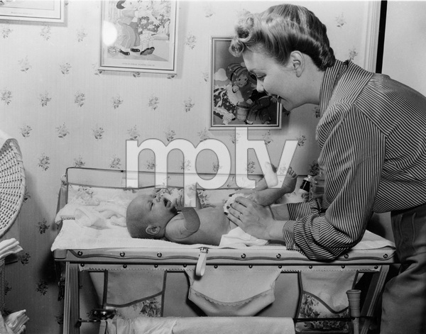 Jane Wyman at home with daughter Maureencirca 1942 - Image 0871_1805