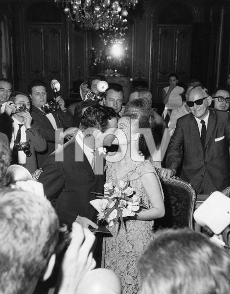 Jack Lemmon and his wife, Felicia Farr (Art Buchwald in background)1962** A.H. - Image 0894_0300