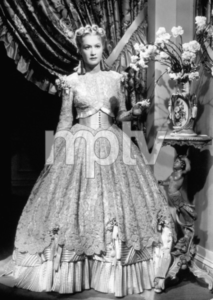 Miriam HopkinsFilm Set / Warner Bros.Old Maid, The (1939)Photo by George Hurrell0031750 - Image 0980_0100