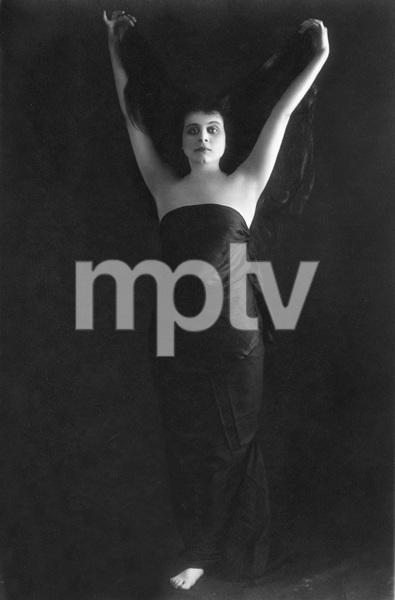 Theda Bara full length portrai by Underwood & Underwood, autographed, 1915, I.V.  - Image 0989_3008