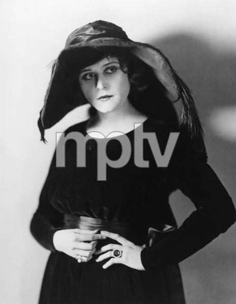 Theda Baracirca 1917Photo by James Abbe** I.V. - Image 0989_3012