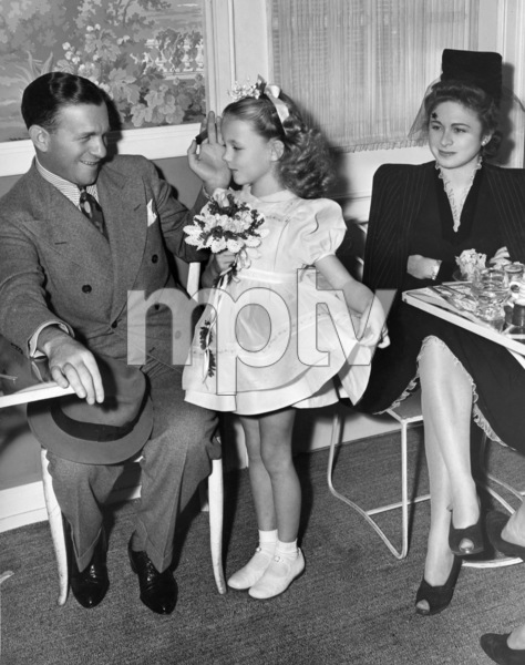 George Burns and wife Gracie Allen with their daughter Sandracirca 1940 © 1978 Sid Avery - Image 1001_0683