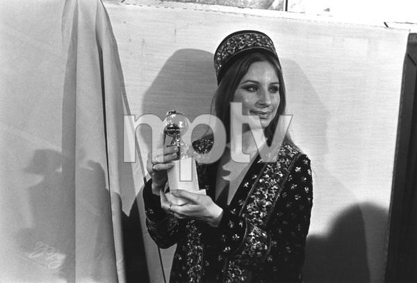 """""""The Golden Globe Awards""""Barbra Streisand1971 © 1978 Bud Gray  - Image 10097_0001"""