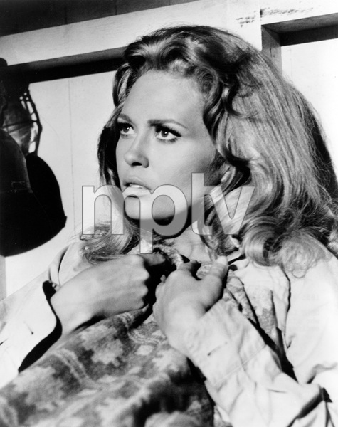 Faye Dunaway, THE EXTRAORDINARY SEAMAN, MGM 1969, IV - Image 10253_0001