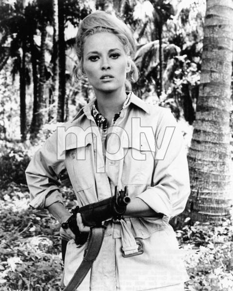 Faye Dunaway, THE EXTRAORDINARY SEAMAN, MGM 1969, IV - Image 10253_0002