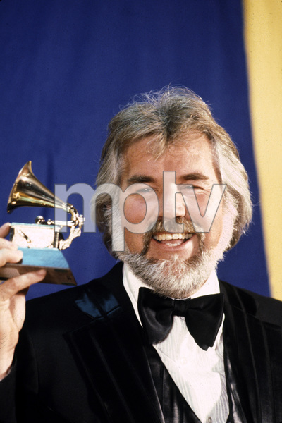 Kenny Rogers receives Grammy award1980 © 1980 Gunther - Image 10575_0002