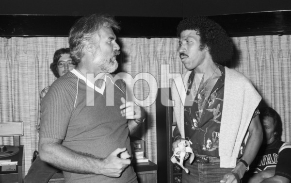 Kenny Rogers and Lionel Richie recording at Lions Share Recording Studios in Los Angeles1980© 1980 Bobby Holland - Image 10575_0045