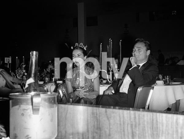 """Beverly Hilton Awards Dinner""Elizabeth Taylor, Michael Todd1957 © 1978 Bernie Abramson - Image 10796_0005"
