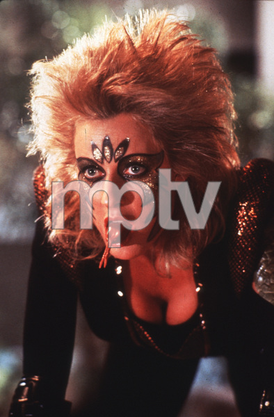 """V""June Chadwick © 1984 nbc - Image 10882_0007"