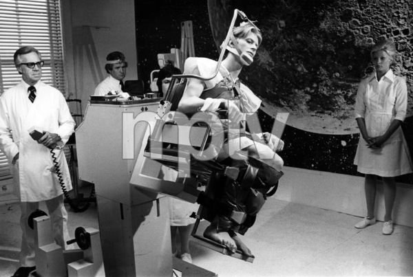 """""""The Man Who Fell to Earth""""David Bowie1976 British Lion Film Corporation** I.V. - Image 10883_0009"""