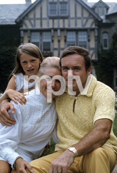 Mike Douglas at home with his wife Genevieve Purnell and their daughter1968 © 1978 Gunther - Image 11125_0001