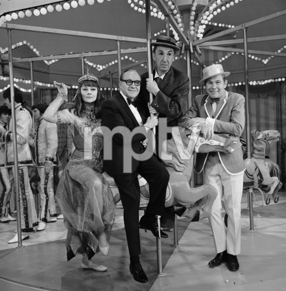 """The Jack Benny Show""Lucille Ball, Jack Benny, Ben Blue, Johnny Carsonc. 1964 CBSPhoto by Bud Fraker - Image 11164_0002"