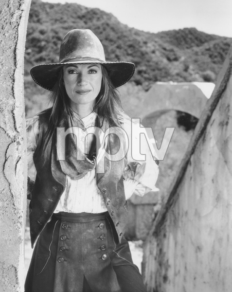 Jane Seymour, DR. QUINN MEDICINE WOMAN, photo by Cliff Lipson, CBS, 1999, TV, I.V. - Image 11338_0011