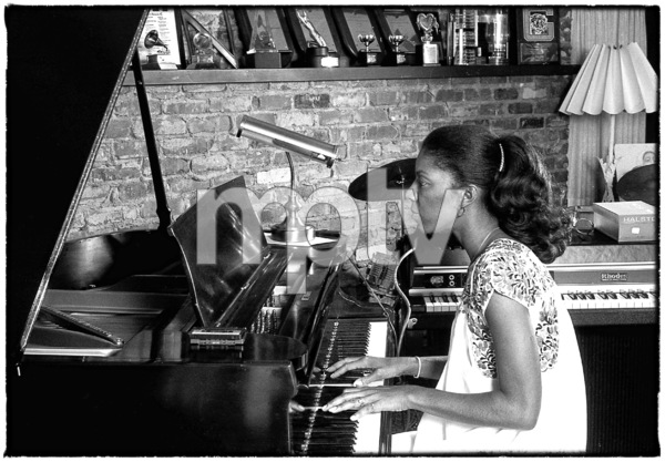 Natalie Cole at home in Los Angeles circa early 1980s© 1980 Michael Jones - Image 11486_0028