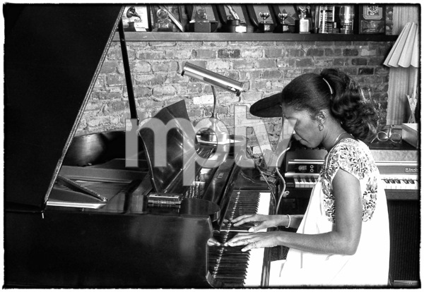 Natalie Cole at home in Los Angeles circa early 1980s© 1980 Michael Jones - Image 11486_0030