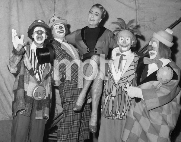 BESERK, U.K. COLUMBIA, 1968, Joan Crawford, clowns, IV - Image 11658_0001