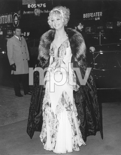 """Cactus Flower"" PremiereGoldie Hawn on the red carpet1969 - Image 11715_0002"
