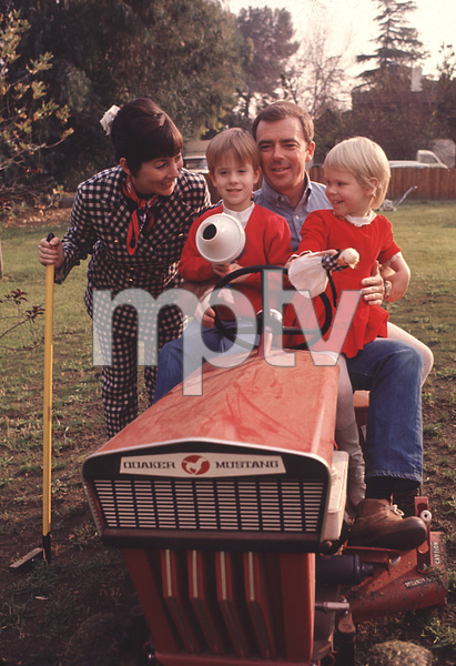 Ken Berryat home with his wife Jackie,& his kids John,And Jennifer1968 © 1978 Gunther - Image 11793_0005