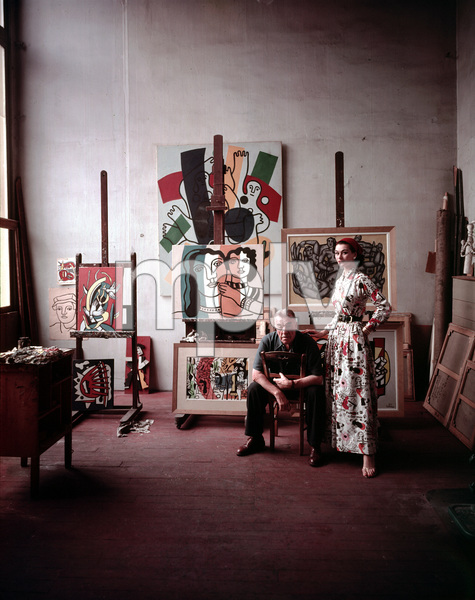Fernand Leger with Birtish model Anne Gunning in his Paris studio1955 © 2000 Mark Shaw - Image 12052_0005