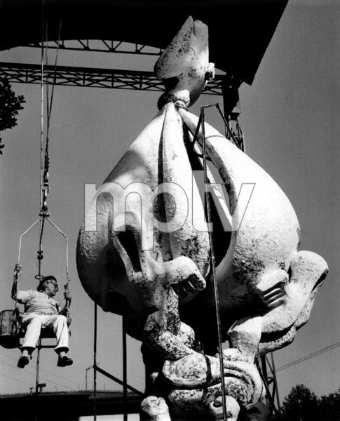 Jacques Lipchitz sitting on hoist1967Copyright John Swope Trust / MPTV - Image 12055_0008