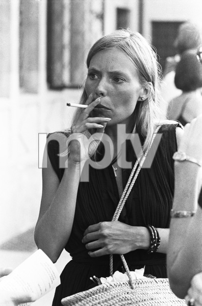 Joni Mitchell in Beverly Hills, California1976 © 1978 Ulvis Alberts - Image 12614_0017