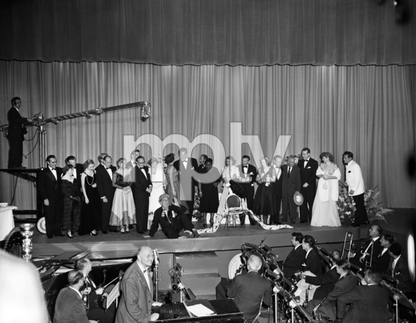 """The Ed Wynn Show""Jim Backus, Gracie Allen, Van Heflin, Jack Benny, George Montgomery, Dinah Shore, Ed Wynn, Keenan Wynn, Hattie McDaniel, Mary Livingstone, George Burns, Jessica Tandy, Hume Cronyn, Jimmy Durante, Red Skelton,  Lucille Ball, Desi Arnaz1949© 1978 Sid Avery - Image 12903_0068"