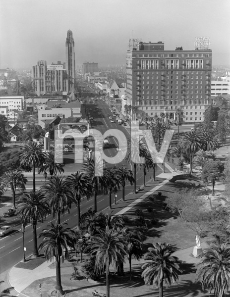 Looking east down Wilshire Boulevard in Los Angelescirca 1946 © 1978 Herman V. Wall - Image 13422_0002