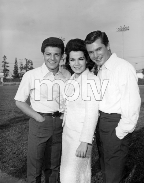 """Frankie Avalon, Annette Funicello and Dwayne Hickman in """"Ski Party""""1965 AIP** B.D.M. - Image 13729_0009"""