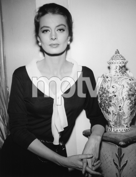 Capucine in New York1964 - Image 13736_0001