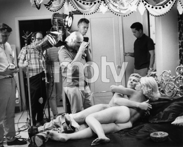 """Midnight Cowboy""Sylvia Miles, Jon Voight, director John Schlesinger1969 United Artists** I.V. - Image 13936_0002"