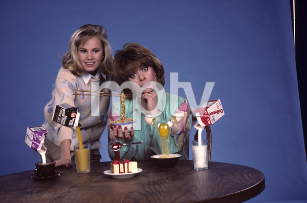 """Out of This World""Donna Pescow, Maureen Flannigan1987© 1987 Gene Trindl - Image 14543_0016"
