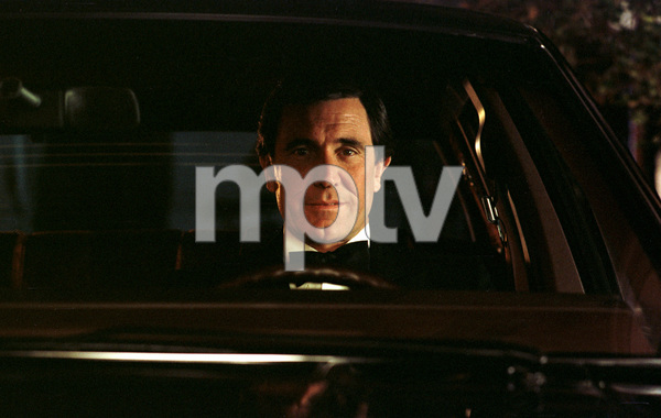 14836-2GEORGE LAZENBY1982 DURING A LINCOLN CAR COMMERCIAL © 1982 RON AVERY / MPTV - Image 14836_2