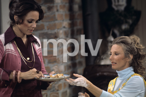 """""""The Mary Tyler Moore Show""""Valerie Harper, Cloris Leachman1972© 1978 Gunther - Image 1491_0013"""
