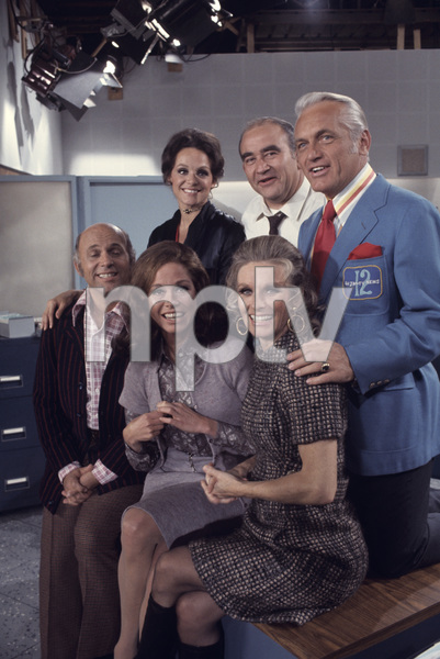 """The Mary Tyler Moore Show""Gavin MacLeod, Mary Tyler Moore, Cloris Leachman, Valerie Harper, Ed Asner, Ted Knight1971© 1978 Gene Trindl - Image 1491_0020"