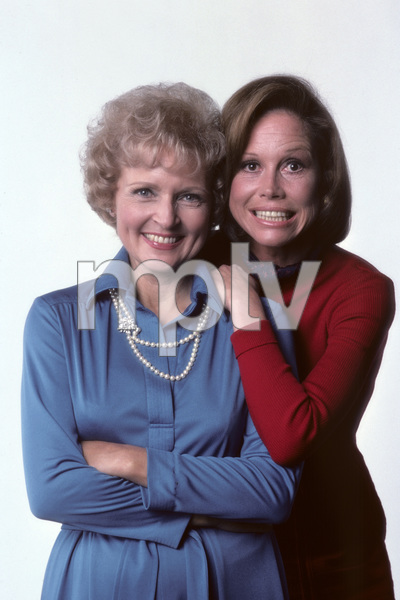 """""""The Mary Tyler Moore Show"""" Mary Tyler Moore, Betty White 1976 © 1978 Ken Whitmore - Image 1491_0029"""