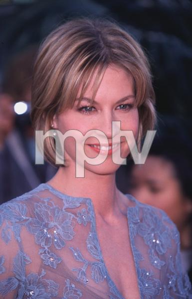 """""""T.V. Guide Awards - 2nd Annual,""""3/5/2000.  Jenna Elfman © 2000 Glenn Weiner - Image 16314_0015"""