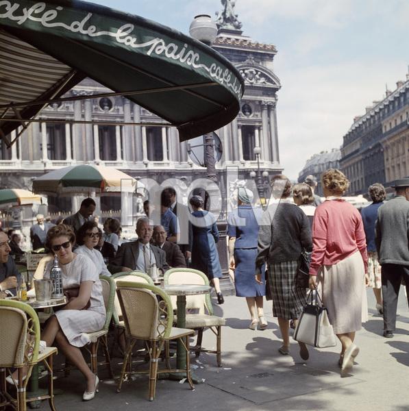 Cafe de la Paix in Paris, France circa 1950s© 1978 Paul Hesse - Image 16406_0002