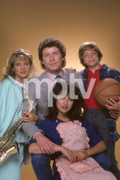 """I Married Dora""Juliette Lewis, Daniel Hugh Kelly, Jason Horst, Elizabeth Pena1987 © 1987 Mario Casilli - Image 16549_0001"